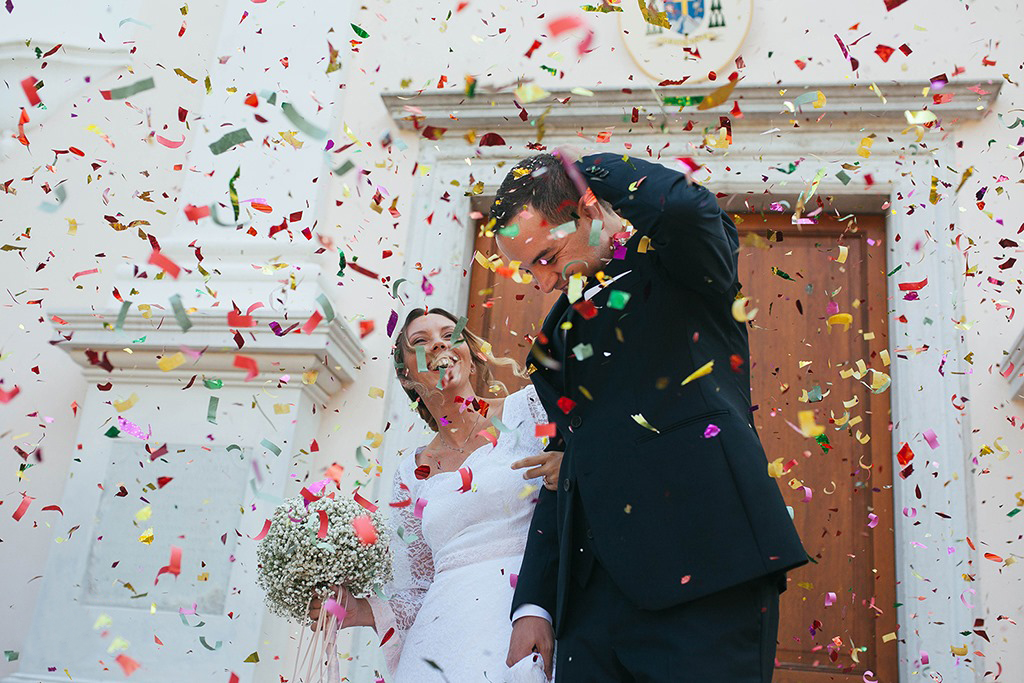 matrimonio treviso • fotografa Deborah Brugnera matrimonio veneto Conegliano • fotografia di matrimonio lancio del riso cerimonia cattolica • Ricevimento Locanda Rosa Rosae matrimonio •
