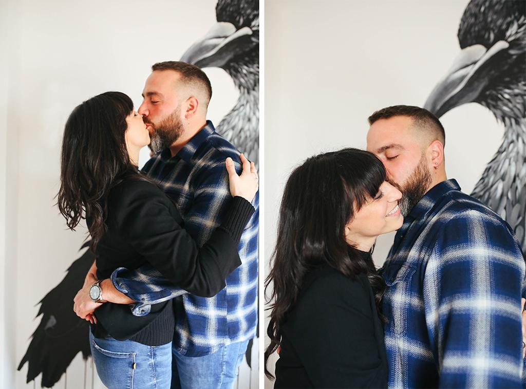 foto di coppia in casa bacio  Laura e Giorgio Conegliano amore fotografa di emozioni fotografa del quotidiano Treviso Venezia Pordenone
